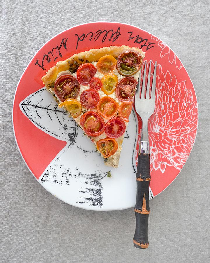 Tomato-Tart-Basil-Mozz-La-Maison-du-Monde-8
